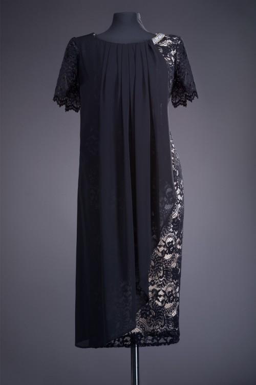 Rochie din dantela neagra...