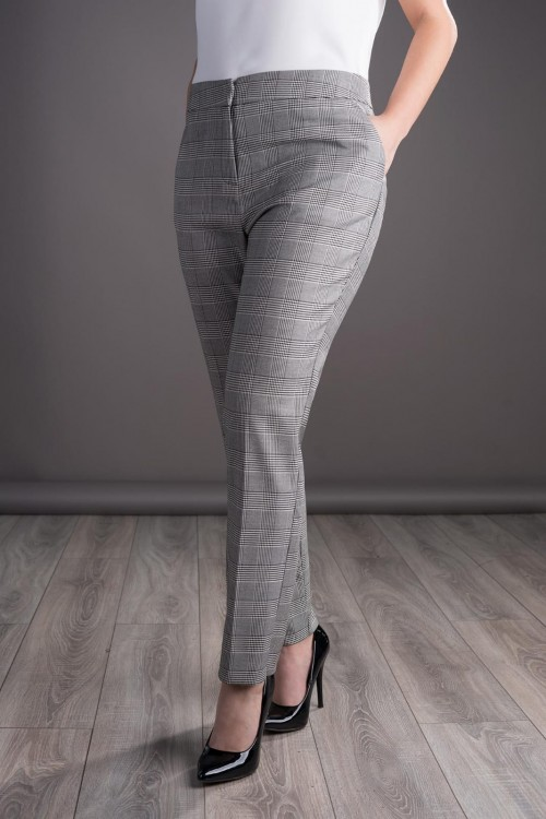 Pantaloni dama cu carouri...
