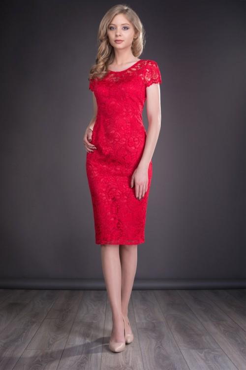 Rochie rosie din dantela...