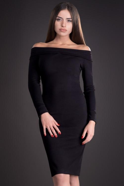 Rochie neagra cu decolteu...