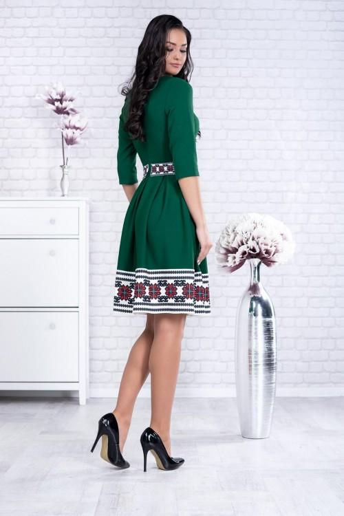 Rochie verde in clos cu...