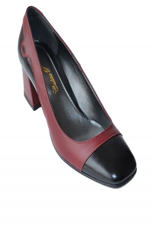 Pantofi cu toc patrat negru...